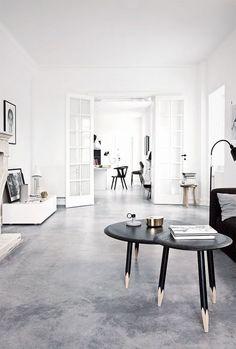 Check Out 30 Timeless Minimalist Living Room Design Ideas. A minimal living room is an absolute must for any modern home. Minimalist Living, Minimalist Decor, Minimalist Interior, Floor Design, House Design, Beton Design, Interior Architecture, Interior Design, Attic Design