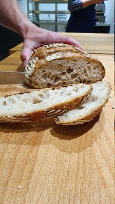 Hapanjuurileipä on sisältä hieman kostea ja sitkeä. Cake & Co, Bread Baking, Bread Recipes, Food And Drink, Baking, Bakery Recipes