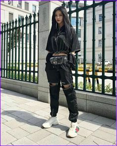 36 Street Style Grunge Looks to Wear Right Now Tatuajesparahombres Edgy Outfits, Korean Outfits, Mode Outfits, Grunge Outfits, Grunge Fashion, Fashion Outfits, School Outfits, Fashion Styles, Summer Outfits