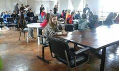 Candidatos  a autoridade mirim  realizando prova sobre  História  e conhecimentos  gerais do município.