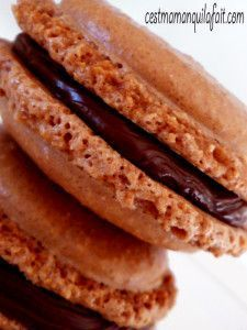 MACARONS INRATABLES RECETTE POUR DEBUTER Desserts With Biscuits, Köstliche Desserts, Delicious Desserts, Macaron Cookies, Biscuit Cookies, Sweet And Salty, I Love Food, Yummy Cakes, Sweet Recipes