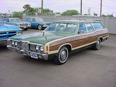 1972 FORD L.T.D. STATION WAGON | The Brady Bunch goes to the… | Flickr