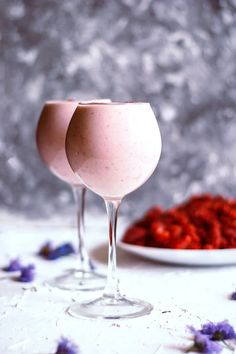 For fresh drinks lovers, Pomegranate Yogurt Smoothie is very energetic and full of nutrition. In your busy life, this drink will provide your daily alimony. Fun Drinks, Healthy Drinks, Alcoholic Drinks, Free High Resolution Photos, Today Pictures, Yogurt Smoothies, Yogurt Cups, Pomegranate Juice, Vanilla Essence
