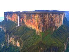RORAIMA [northern, Capital Boa Vista] - Monte Roraima - In 2006, a team of scientists set out on exploring the newly discovered caves of Roraima. A year later he would return with some support by NASA for further research on microbes found in the walls of caves that could yield clues about life on other planets.  (03)
