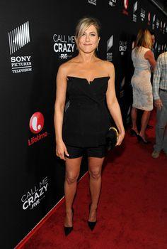 Con Raf Simons al frente de Dior el típico LBD también sufre transformaciones para un día de fiesta y Jennifer Aniston se atreve con ellas.