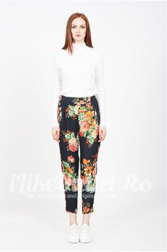 Pantaloni negri cu imprimeu floral - ZW
