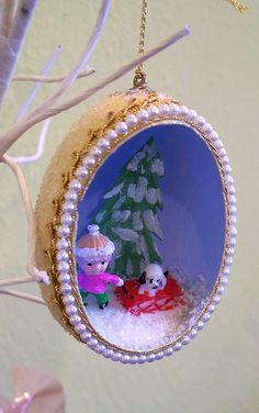 Classic handmade egg shell ornaments  Tutorial on ohsohappytogether, photo via Flickr