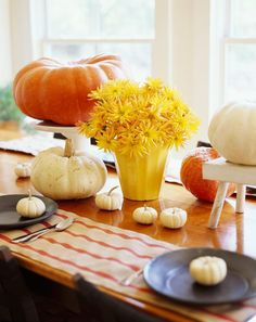 An easy grouping of seasonal items and colors brings autumn to your tabletop. Orange and white pumpkins plus yellow chrysanthemums in a sunny yellow container create an eye-catching centerpiece Halloween Wedding Centerpieces, Pumpkin Centerpieces, Thanksgiving Centerpieces, Thanksgiving Table, Halloween Decorations, Table Decorations, Centerpiece Ideas, Food Decoration, Flower Centerpieces