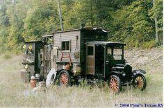 Rod Cathcart's 1923 Model T Camper my daddy would love this! Camper Caravan, Truck Camper, Camper Trailers, Camper Van, Pickup Camper, Gypsy Caravan, Materiel Camping, Vintage Rv, Vintage Campers