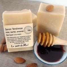 Huiles végétales, beurre de karité, miel et c'est tout !Un savon extrêmement doux, idéal pour les peaux fragiles et sensibles.