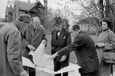 """Rene Burri SWITZERLAND. Zürich. Willy BOESIGER, the editor of """"Oeuvre complète"""", Adolf WASSERFALLEN, City Architect, LE CORBUSIER, Pierre ZBINDEN, Inspector of Public Parks and the gallery-owner Heidi WEBER at the site for the Pavillon Zürichhorn. 1960. Image Reference PAR163093 (BUR1960035W00006/29A) © Rene Burri/Magnum Photos"""