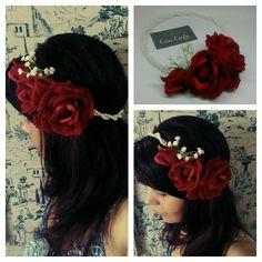 Grinalda rosas vermelhas bordô aveludadas, egípcias e torcido em pérolas.