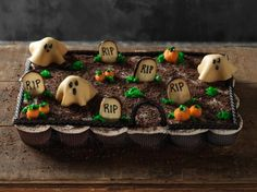 Pull Apart Graveyard Cupcakes: Although it looks almost like a cake, this graveyard is made up of individual cupcakes, making it a self-serve party option. Just grab your cupcakes and go - no knives necessary.