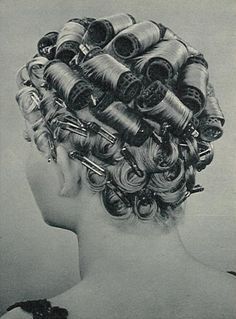 Roman Hairstyles, Curled Hairstyles, Vintage Hairstyles, Hairdressing Supplies, Sandy Hair, Sleep In Hair Rollers, Salon Pictures, Wet Set, Curls For Long Hair