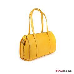 Elegante Handtasche  NINA in der wunderschönen Frühlingsfarbe  GELB auf Wunsch mit Ihrer persönlichen Note ob Initialen oder Namen oder Grafik in Farbe, wir freuen uns auf Ihre Ideen! Elegant, You Bag, Brand You, Bags, Fashion, Wish, Leather Bag, Names, Yellow
