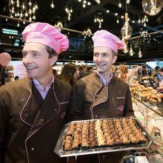 Ein Teil des Verkaufserlöses der beliebten Schutzengeli Truffes fliesst in unsere Bachmann Stiftung. So tust du mit jeder gekauften Packung etwas Gutes und wirst gleich selbst zum Schutzengel. 😇😇😇 Unter www.confiserie.ch/stiftung erfährst du mehr darüber. ❤️ #Bachmannmoment #ConfiserieBachmann #Confiserie #Bachmannconfiserie #Bäckerei #Bakery #instafood #instasweet #chocolatelovers #chocolate #pralinen #schutzengeli #bachmannstiftung Chef Jackets, Truffle, Milky Bar Chocolate, Lucerne, Guardian Angels, Chocolate Candies, People