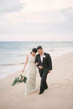 Elegant Architectural Thailand Beach Wedding – The Wedding Bliss – darinimages 39 Paired with fluffy pampas grass, this alternative twist to florals softens the edgy, architectural scene that will defy Boho beach weddings. #bridalmusings #bmloves #thaiwedding #florals #beachwedding Boho Beach Wedding, Destination Wedding, Wedding Venues, Beach Weddings, Wedding After Party, Wedding Show, Wedding Table, Cascade Bouquet, Civil Ceremony