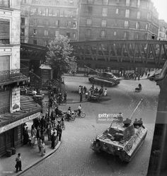 Panzer VI Königstigers of Panzer-Abteilung 503 having just been transported by rail from Mailly-le-Camp and de-trained at Gare de l'Est, Paris can be are seen turning from Rue d'Aubervilliers into Boulevard de la Villette on their way to Mantes-la- Tiger Ii, Nagasaki, Hiroshima, Tiger Tank, Ww2 Tanks, Military Diorama, World Of Tanks, German Army, Germany