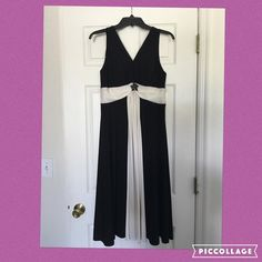 ✂️ Last Call ✂️ Black and White Gown ✂️Last Call ✂️ Black and White Gown. Rouching under breast with gorgeous brooch. Pre-Loved Please note length of dress has been altered. Length from shoulder to hem is 44-45. Jessica Howard Dresses Maxi