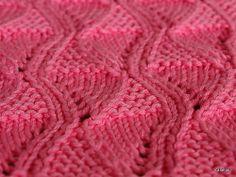 Interesting stitch, plus free dish cloth pattern.  Ravelry: mausebinchen's Ehrenspüli pattern by Silke R