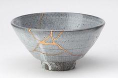 Kintsuki : l'art de réparer des choses brisées, tout en mettant en valeur les marques de l'accident.