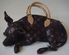 Louis Vuitton created this super limited edition together with the artist Meryl Smith... What to say: Ars gratia artis!!!