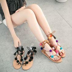 Sandália com pompom é tendência