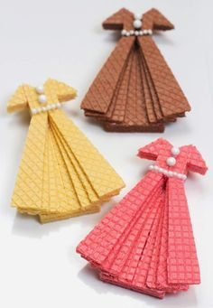 Hit The Recipe Runway mit Sugar Wafer Dress Cookies ⋆ Handmade Charlotte - Dessert Edible Crafts, Food Crafts, Charlotte Dessert, Fingerfood Party, Ladies Luncheon, Wafer Cookies, Cookie Tutorials, Food Decoration, Food Humor
