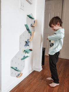 Discover a whole new way to play and learn with VertiPlay STEM Marble Run, Crayon Edition. This educational toy doesn't take floor space and makes the walls come alive. Watch your children enjoy and create their unique Marble Runs.The modular set is easily extendable, assembled, and there is no limit to length and complexity.