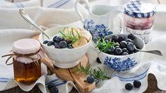 Yogurt con banana, cocco e mirtilli, la colazione degli sportivi ricette leggere