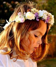 Espectacular #corona de #flores para damita de #arras #innovias #vestidos #novia #cortejo