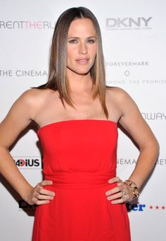 Pin for Later: Why Jennifer Garner Is Our Favorite Goofy Girl Next Door She Survived the Era of Flat-Ironed Hair . . .
