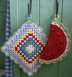 Here's my latest crochet, two potholders, this time new ones for my own kitchen, if I can bring myself to use them! A potholder is a really...