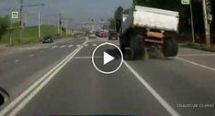 Camião Em Andamento Inexplicavelmente Perde As Rodas Traseiras