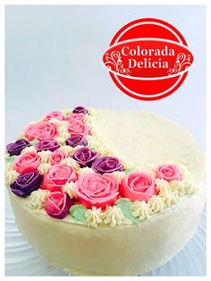 Pastel de chocolate y brandy relleno de crema pastelera y fresas cubierto de crema de queso y decorado con flores de royal icing.  #pastel #flores #cake #flowers #icingflowers  #hechoamano #royalicing #coloradadelicia #flower #flowers #flores #rosas #floresdeazucar #beauty #beautiful #sorpresa #familia #family #life #mexico #cdmx #decorationcake #love #vanilla #vainilla #queso #cheesecake #strawberry #jam #pasteleriacreativa