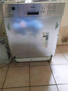 Verkaufe hier die Spülmaschine von meiner Schwester.Das Gerät ist von Siemens und 60 Cm breit.Man kann sie einbauen oder frei hinstellen.Das Gerät ist voll in Takt und noch angeschlossen.Sie muss bis Montag weg,wegen Umzug.Preis nach Vereinbarung..Anzahlung per PayPal,Überweisung,Abholung.Abholung morgen möglich!Abholung im Raum 35321 Laubach!Da Privat Keine Garantie oder Rücknahme!