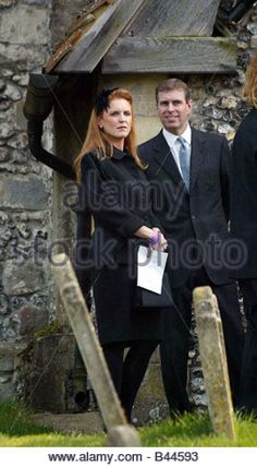 Funeral of Major Ron Ferguson Duke and Duchess of York Sarah Ferguson pictured after the church service February 2002 - Stock Image Princess Eugenie And Beatrice, Princess Diana, Sarah Duchess Of York, Duke And Duchess, Prince Andrew, Prince Phillip, Edward Windsor, Royal Throne, Royal Families