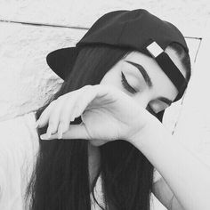 girl, black, and black and white image Tumblr Selfies, Tumblr Photography, Girl Photography Poses, Picture Poses, Photo Poses, Selfie Posen, Style Tumblr, Goals Tumblr, Insta Photo Ideas