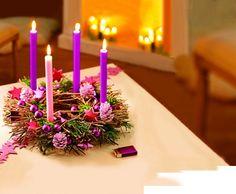 Adventskranz bestellen und in Lila dekorieren