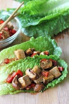 Spicy Tofu Lettuce Wraps - These wraps are incredibly hearty, filling, carbless and healthy. And it takes just 20 min to make!
