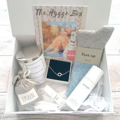 October moi-meme box  is another absolutely amazing box! I love the hygge theme which is perfect for Autumn. Each box differs slightly with colours etc.. depending on how you answered your online questionnaire when you signed up.  I received: Yawn bed soc