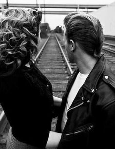 Greaser Hair For Men - 40 Rebellious Rockabilly Hairstyles - .- Greaser Hair F. Rockabilly Couple, Rockabilly Moda, Rockabilly Fashion, Rockabilly Rebel, Teddy Boys, Mode Vintage, Vintage Love, Vintage Couples, Ducktail Haircut