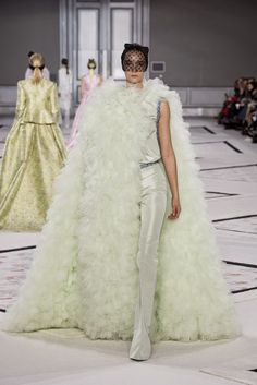The Spell Of Fashion: Giambattista Valli Primavera/Verano 2015 PARÍS  http://themariopersonalshopper.blogspot.com.es/2015/02/giambattista-valli-primaveraverano-2015.html