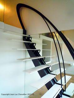 Escalier design aux marches suspendues, dessiné et réalisé par Jean Luc Chevallier pour La Stylique.