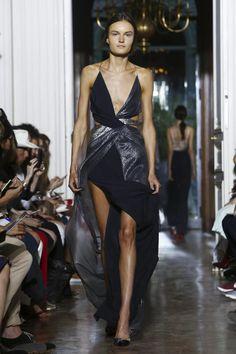 Yiqing Yin Couture Fall Winter 2015 Fashion Show in Paris