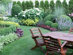 Backyard Landscaping – Don't Forget It – Backyard Hit Back Gardens, Small Gardens, Outdoor Gardens, Garden Spaces, Garden Beds, Garden Borders, Landscaping Plants, Dream Garden, Garden Planning