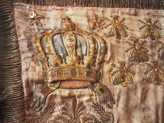 Gold embroidered crown and bees - for Napoleon