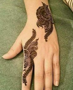 Mehndi henna designs are always searchable by Pakistani women and girls. Women, girls and also kids apply henna on their hands, feet and also on neck to look more gorgeous and traditional. Henna Hand Designs, Eid Mehndi Designs, Mehndi Designs Finger, Simple Arabic Mehndi Designs, Mehndi Designs For Girls, Mehndi Designs For Beginners, Modern Mehndi Designs, Mehndi Designs For Fingers, Mehndi Design Pictures