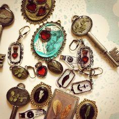 www.cananmaga.etsy.com  Camafeos, encapsulados, collage. Jewelry. Joyería.
