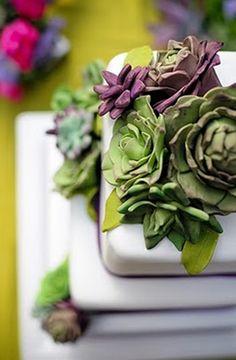 LOVE this #succulent #wedding #cake!